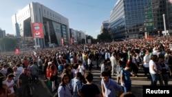 Para demonstran anti pemerintah melakukan unjuk rasa di Lapangan Kizilay, Ankara, Turki (1/6).