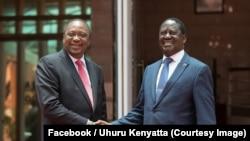Perezida Uhuru Kenyatta wa kenya, ibubamfu, yabonanye kur'uyu wa gatanu n'umukuru w'abatavuga rumwe n'ubutegetsi Raila Odinga, ubwa mbere inyuma y'icuka kibi cabaye inyuma y'amatora mu kwezi kwa cumi, Nairobi, Kenya, Itariki 9/03/2018.