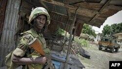 Binh sĩ của Liên Hiệp Châu Phi canh gác tại một khu vực trước đây do al-Shabab kiểm soát ở Mogadishu