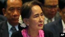 缅甸实际上的领导人昂山素季因对缅甸镇压罗兴亚穆斯林人的暴行没有发声或制止而受到很多国家的批评