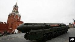 俄罗斯2017年5月9日在莫斯科红场展示洲际弹道导弹