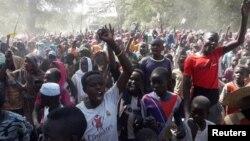دارفر میں مظاہرین احتجاج کر رہے ہیں۔