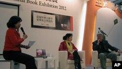 哈金(右一)在台北書展活動上資料照。