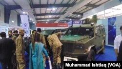 کراچی میں منعقدہ دفاعی سازو سامان کی ایک نمائش کا منظر۔ 2014