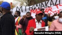 AbeZimbabwe betshengisela kweleSouth AFrica esigodlweni sommeli weZimbabwe ePretoria
