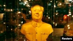 Bức tượng Mao Trạch Đông bằng vàng