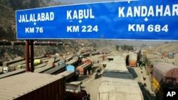 د پاکستان د سوداګرۍ سلاحکار عبدالرزاق داود هم د اکټوبر په میاشت کې پر خپل ټویټر لیکلي وو چې د پاکستان څخه د کال ۲۰۱۰ او ۲۰۱۱ راهسې صادرات د ۲،۷ بیلیونه ډالرو څخه ۱،۳ بیلیونو ته راکښته شوی