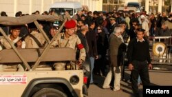 軍隊在葬禮舉行期間加強戒備