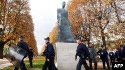 Հայոց ցեղասպանության զոհերի հուշարձան Փարիզում (արխիվային լուսանկար)
