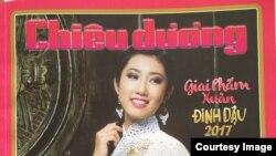Giai phẩm Xuân Đinh Dậu của báo Chiêu Dương được phát hành từ đầu tháng 12 Dương lịch. (Ảnh: Bùi Văn Phú)