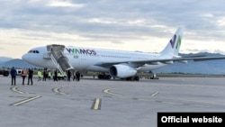 Avion koji je sa Barbadosa dovezao pomorce iz Crne Gore i regiona na aerodromu u Podgorici (Foto: gov.me)