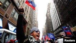 Manifestasyon kominote ayisyèn nan nan New York an solidarite ak Ayiti apre tanblemandtè 12 janvye 2010 la kote anviwon 316 mil moun te pèdi lavi yo.