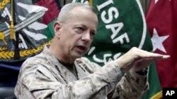 Đại tướng Thủy quân Lục chiến Mỹ John Allen tư lệnh Lực lượng Hỗ trợ An ninh Quốc tế, ISAF, ở Afghanistan