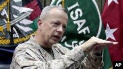 Jenderal John Allen yang dinominasikan Presiden Obama untuk memegang jabatan tertinggi pasukan NATO mengundurkan diri karena alasan keluarga (foto: dok).