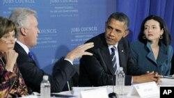 Shugaban kasar Amurka Barack Obama a lokacin da ya ke ganawa a yau talata da kwamitin shi na farfado da tattalin arziki a Pittsburgh, jahar Pennsylvania.