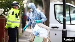 Forenzičari tokom racije u Istočnom Londonu