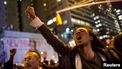 معترضان به رای هیئت قضایی درمورد تبرئه پلیس سفیدپوستی که اریک گارنر سیاه پوست را خفه کرد.منهتن، نیویورک، ۴دسامبر ۲۰۱۴