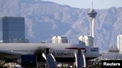8일 미국 라스베이거스 매캐런 국제공항에서 런던으로 향할 예정이던 영국 여객기 왼쪽 엔진에서 화재가 발생해 탑승객들이 긴급 대피했다.