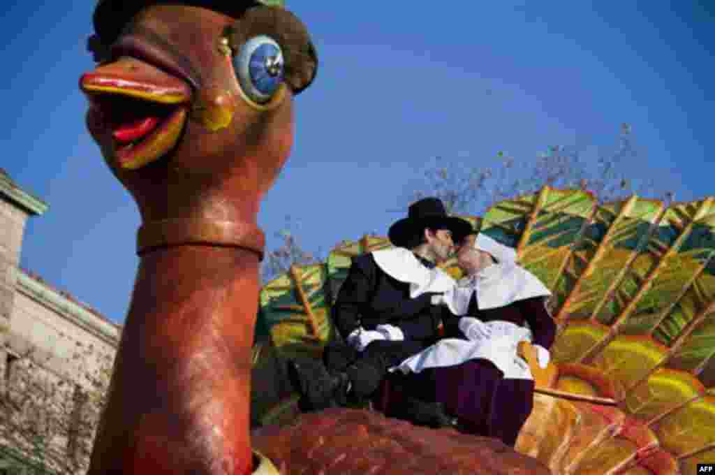 Gabriele Corcos and Debi Mazar ride a float in the Macy's Thanksgiving Day Parade in New York, Thursday, Nov. 24, 2011. (AP Photo/Charles Sykes)
