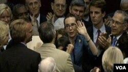 Giffords fue elegida para el cargo en tres ocasiones consecutivas como candidata del Partido Demócrata.