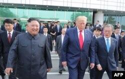 도널드 트럼프 미국 대통령과 문재인 한국 대통령, 김정은 북한 국무위원장이 지난 2019년 6월 판문점에서 만났다.