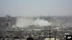 Amaterski snimak granatiranja grada Homsa, u Siriji