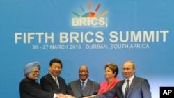 ຜູ້ນໍາກຸ່ມຫ້າປະເທດ ກຳລັງພັດທະນາ ທີ່ສໍາຄັນໆ ເຂົ້າຣ່ວມກອງປະຊຸມສຸດຍອດ BRICS ທີ່ປະເທດອາຟຣິກາໃຕ້