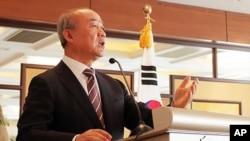 중국을 방문 중인 류우익 한국 통일부 장관. 베이징 시 케리호텔에서 열린 교민 간담회 참석