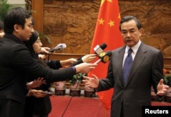中國外交部長王毅2013年12月26日會見日本大使後對記者發表談話