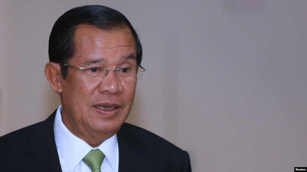 Thủ tướng Campuchia Hun Sen và gia đình ông cũng nằm trong số những thành viên chính phủ bị Đức đình chỉ visa ưu đãi.