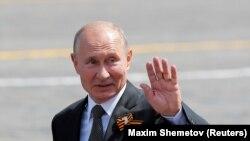 Le président russe Vladimir Poutine sur la Place Rouge à Moscou, en Russie, le 24 juin 2020. REUTERS/Maxim Shemetov