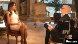 미국 공화당 도널드 트럼프 대선후보의 부인 멜라니아 트럼프가 17일 CNN방송과 인터뷰를 하고 있다.