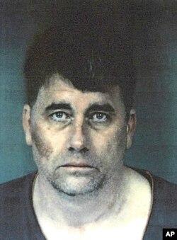 Gary Lee Bullock, sospechoso de asesinar al sacerdote.