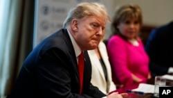 Presdsednik Donald Tramp na sastanku kabineta u Beloj kući
