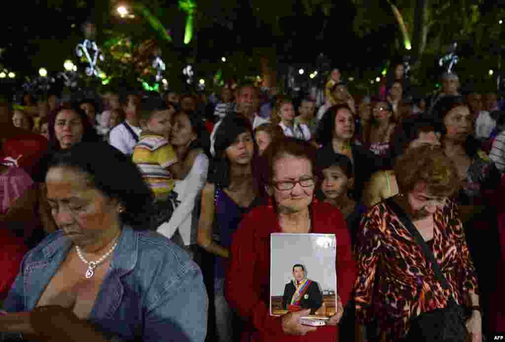 Supporters of Venezuelan President Hugo Chavez pray during a mass in Caracas, December 31, 2012.