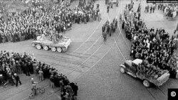 ლატვია - საბჭოთა შეიარაღებული ძალები რიგაში შედიან, ოკუპაციის დასაწყისი.