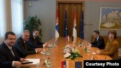 Catherine Ashton takon udhëheqësit e Serbisë