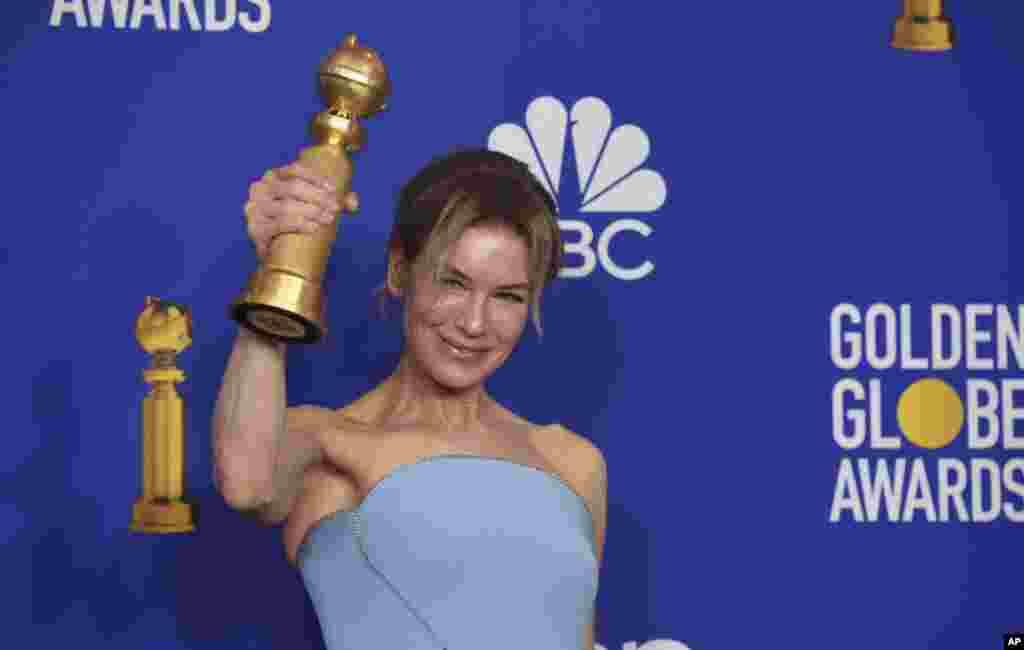 តារាសម្តែងស្រី Renee Zellweger ទទួលបានពានរង្វាន់សម្រាប់ការសម្តែងល្អបំផុតក្នុងភាពយន្ត «Judy» នៅក្នុងពិធីប្រគល់ពានរង្វាន់ Golden Globe Awards លើកទី៧៧ នៅសណ្ឋាគារ Beverly Hilton Hotel ក្នុងក្រុង Beverly Hills រដ្ឋ California កាលពីថ្ងៃទី០៥ ខែមករា ឆ្នាំ២០២០។