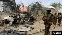 Anggota pasukan dari misi Uni Afrika di Somalia (AMISOM) melakukan patroli di pinggiran Mogadishu, Somalia (foto: ilustrasi).