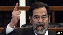 صدام حسین دیکتاتور پیشین عراق در دادگاه - آرشیو