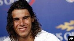 Rafael Nadal tidak bermain sejak kalah dari petenis Ceko Lukas Rosol dalam babak kedua di Wimbledon bulan Juni karena cedera kaki dan peradangan di lutut kirinya (foto: dok).