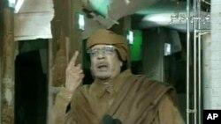 利比亚国营电视画面显示卡扎菲在对全国发表讲话