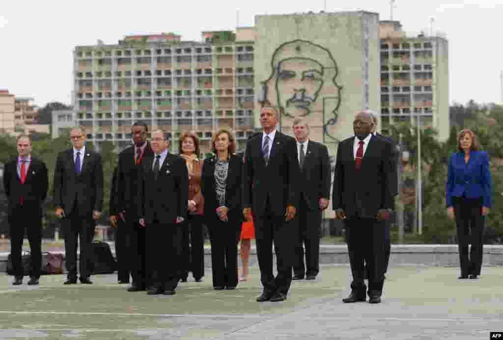 U.S. President Barack Obama (C) attends a wreath-laying ceremony at the Jose Marti monument in the Revolution Plaza in Havana next to the Vice-President of the Cuban Council Salvador Valdes Mesa (C-R).