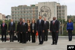 US President Barack Obama (C) attends a wreath-laying ceremony at Jose Marti monument in the Revolution Palace of Havana next to the Vice-President of the Cuban Council Salvador Valdes Mesa (C-R) on March 21, 2016.