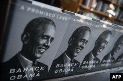 سابق صدر براک اوباما کی کتاب میں ان کے پہلے دور صدرارت تک کے واقعات کا ذکر ہے۔