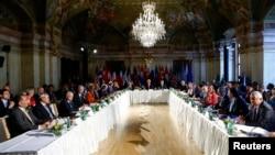 세계 17개국으로 구성된 국제 시리아 지원그룹(ISSG) 외교 장관들이 17일 오스트리아 빈에서 시리아 휴전 협정 진전과 난민 지원을 논의하는 회의를 가졌다.