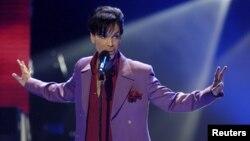 Prince falleció a la edad de 57 años. Su cuerpo fue hallado en su domicilio, pero se desconocen las causas de su muerte.