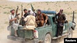 فرمانده ناتو می گوید که طالبان بر هشت ولسوالی افغانستان مسلط استند.