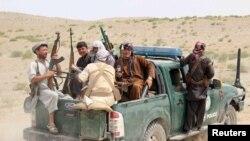 مقامی ملیشیا کے مسلح افراد