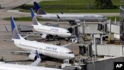 Beberapa pesawat penumpang United Airlines di bandara Houston, Texas (foto: ilustrasi).